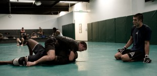 Rener Gracie helping Shields&#039; grappling