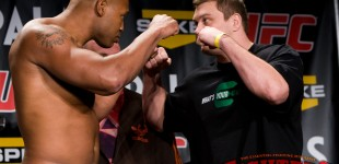 Marcus Jones vs Matt Mitrione