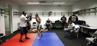 Cris Cyborg warming up