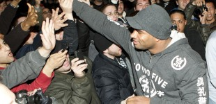 Alistair Overeem greeting fans