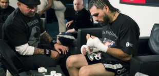 Angulo wraps his hands