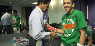 Leo Santa Cruz getting gloves on